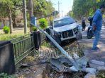 sebuah-mobil-ringsek-usai-terlibat-kecelakaan-di-jalan-raya-sempalwadak-kabupaten-malang.jpg
