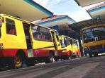 sejumlah-angkutan-bus-akdp-di-terminal-kertajaya-mojokerto.jpg