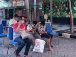 sejumlah-pengunjung-menunggu-giliran-untuk-masuk-ke-kebun-binatang-surabaya.jpg