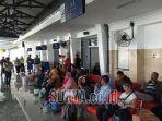 sejumlah-penumpang-menunggu-kedatangan-kereta-api-stasiun-blitar.jpg