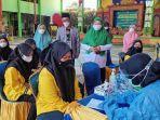sejumlah-santriwati-ponpes-kha-wahid-hasyim-waha-bangil-pasuruan-vaksinasi.jpg