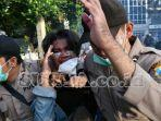 seorang-demonstran-yang-diduga-provokator-saat-demo-tolak-omnibus-law-uu-cipta-kerja.jpg