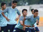 sepak-bola-indonesia-ditunda-karena-virus-corona-persela-lamongan-tetap-kedatangan-2-pemain-asing.jpg