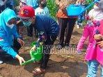 siswa-paud-baiturrahman-kecamatan-ngasem-diajak-tanam-labu.jpg
