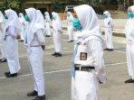 siswa-sman-1-turen-saat-berbaris-mengenakan-masker.jpg