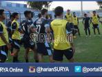 stadion-surajaya-lamongan_20160419_221606.jpg