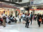 stasiun-gubeng-surabaya-tiket-kereta-api-lebaran_20150509_225556.jpg