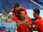 striker-persija-jakarta-marko-simic-merayakan-gol-yang-dicetak.jpg