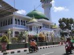 suasana-jalan-depan-masjid-agung-kota-blitar-selasa-1152021.jpg