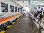 suasana-penumpang-kereta-api-saat-musim-pandemi-covid-19-di-stasiun-ka-kota-kediri.jpg
