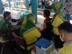 suasana-vaksinasi-covid-19-di-kabupaten-pamekasan-madura.jpg