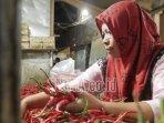 sunarti-seorang-pedagang-sayur-di-pasar-baru-lumajang.jpg