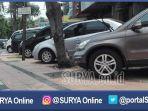 surabaya-mobil-parkir-di-trotoar_20170224_203147.jpg