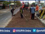 surabaya-perbaikan-jalan-rusak_20161225_201813.jpg
