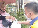 tari-putri-26-penjual-rujak-di-tasikmalaya-yang-viral-di-media-sosial.jpg
