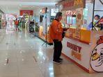 tenant-food-court-marvel-city-mall-surabaya-tengah-melayani-sejumlah-pesanan-online.jpg