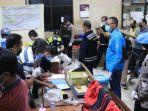tes-urine-sopir-dan-pengunjung-warung-di-kawasan-cargo-pt-semen-indonesia.jpg