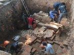 tim-bpcb-jatim-dan-warga-melakukan-penggalian-di-situs-candi-gedog.jpg