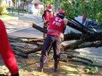 tim-usar-pmi-kota-malang-saat-melakukan-proses-evakuasi.jpg