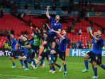 timnas-italia-meluapkan-kegembiraannya-begitu-lolos-ke-perempat-final-euro-2020.jpg