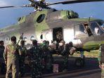 tni-dan-polri-evakuasi-korban-trans-papua-kkb-serang-helikopter.jpg
