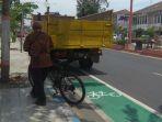 truk-parkir-di-jalur-sepeda_20181102_191503.jpg