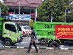 truk-sampah-yang-diparkir-di-depan-pendapa-wahyawibhawagraha.jpg