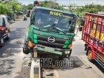 truk-trailer-terlibat-kecelakaan-tunggal-menabrak-pembatas.jpg