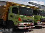 truk-truk-pt-varia-usaha-yang-akan-digunakan-untuk-distribusi-semen-rembang_20170126_192050.jpg