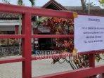 tulisan-pengamanan-penutupan-sementara-pelayanan-kantor-kelurahan-gedog-ditempel-di-pagar.jpg