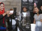 tulungagung-puti-jadi-barista_20180226_215357.jpg