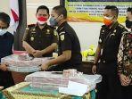 uang-barang-bukti-kasus-korupsi-di-rsud-dr-harjono-ponorogo-dikembalikan.jpg