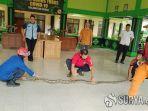 ular-piton-yang-diamankan-dari-kantor-kecamatan-kerek-kabupaten-tuban.jpg
