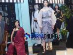 un11te-sejumlah-model-surabaya-fashion-parde_20180430_185327.jpg