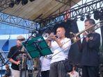 universitas-muhammadiyah-surabaya-umsurabaya-menggelar-konser-musik-jazz.jpg