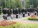 upacara-para-asn-sambil-mengenakan-busana-khas-lamongan.jpg