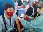 vaksinasi-covid-19-buruh-pabrik-di-gresik.jpg