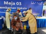 vaksinasi-lansia-yang-dilakukan-saat-perayaan-hut-kota-malang-ke-107.jpg