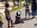 video-viral-di-medsos-bocah-perempuan-dikeroyok-8-orang-di-dharmahusada-indah-barat-surabaya.jpg
