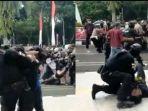 viral-video-polisi-banting-mahasiswa.jpg