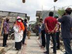 wakil-ketua-komisi-c-dprd-kota-surabaya-aning-rahmawati-menemui-sejumlah-warga.jpg