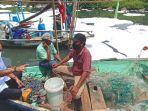 wakil-walikota-surabaya-armuji-berdialog-dengan-sejumlah-nelayan.jpg
