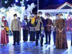 wali-kota-pasuruan-gus-ipul-saat-hadir-dalam-festival-batik-di-halaman-gedung-gradika.jpg
