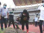 wali-kota-surabaya-tri-rismaharini-sidak-program-renovasi-stadion-gbt-surabaya.jpg