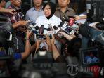 walikota-surabaya-tri-rismaharini-menjawab-pertanyaan-wartawan.jpg