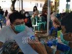 warga-berbondong-bondong-datangi-kantor-kecamatan-tumpang-vaksinasi-covid-19.jpg