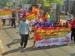 warga-desa-remen-menolak-pembangunan-lpg-pertamina_20180702_124436.jpg