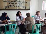warga-mendaftar-calon-pps-pilwali-blitar-2020-di-kpu-kota-blitar.jpg