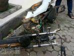 warga-mengeroyok-jambret-dan-membakar-motornya-di-jl-banyu-urip-surabaya_20180128_192519.jpg