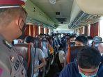 warga-ponorogo-yang-berusaha-mudik-dengan-bus-pariwisata-laksmi-langgeng.jpg